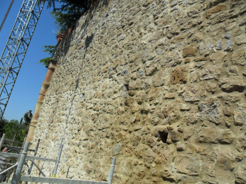 Restauro cinta muraria di Petroio, Trequanda (SI)