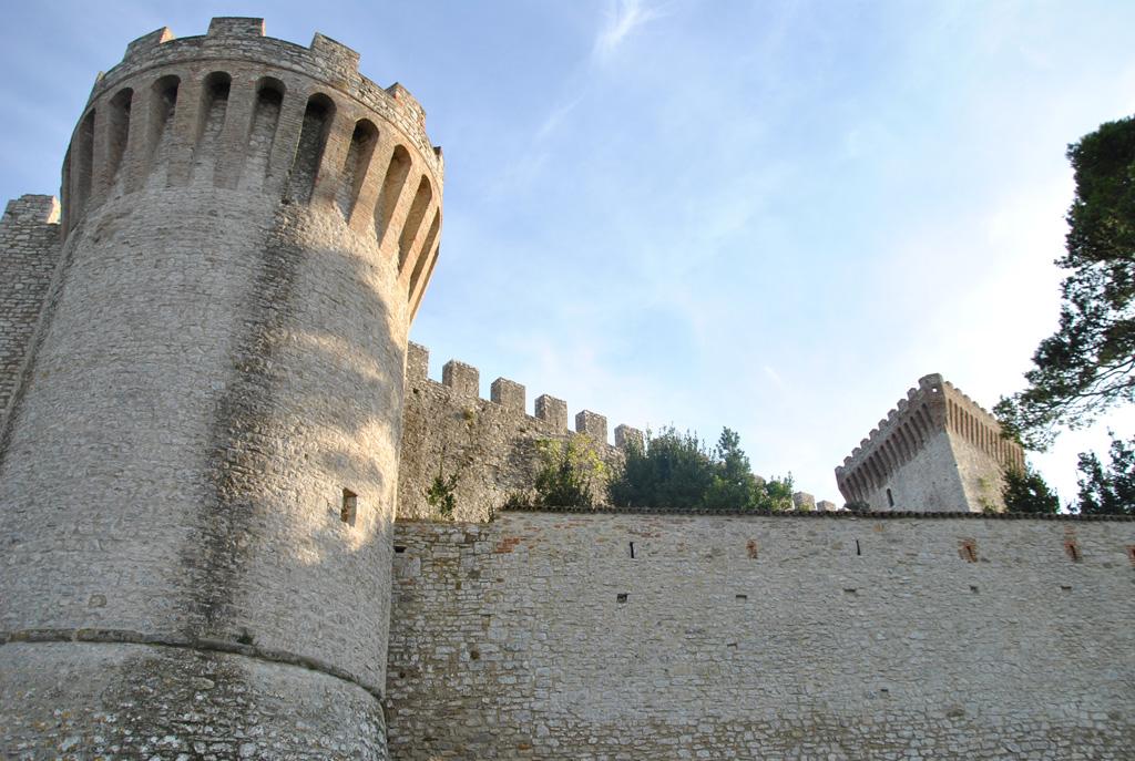 Restauro mura urbiche, Castiglione del Lago (PG)