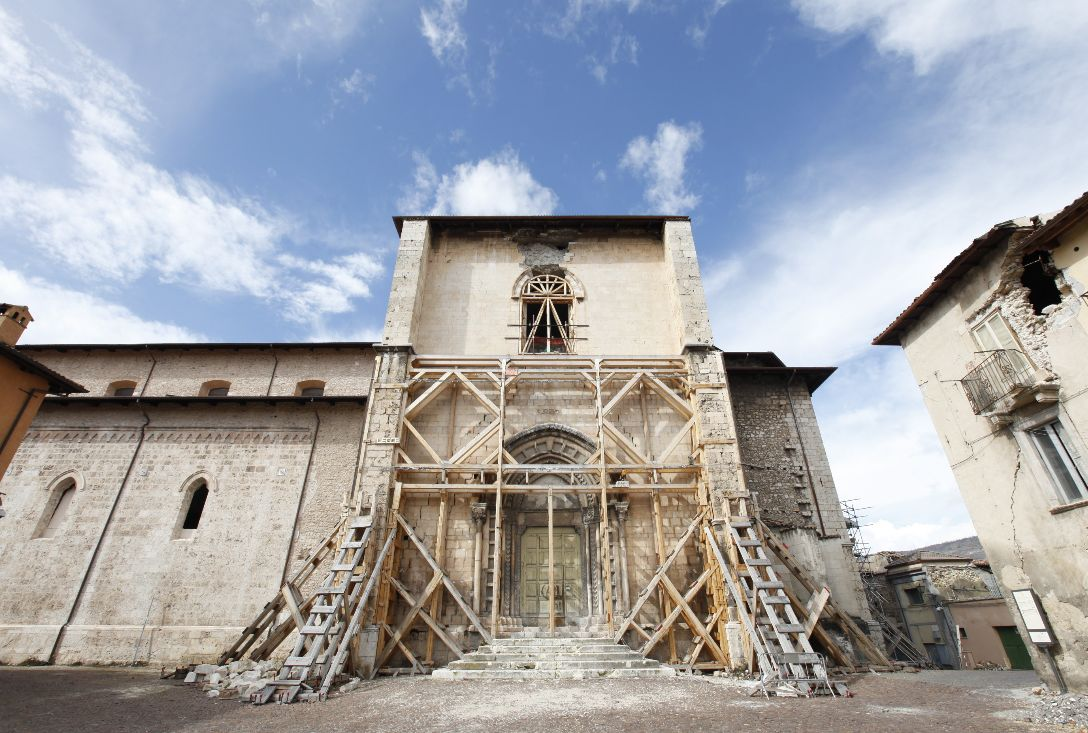 Structural consolidation of the Church of San Domenico in L'Aquila with Tectoria COCCIOFORTE. The project managers have developed innovative solutions to fix the structural flaws and improve the stability of the building.